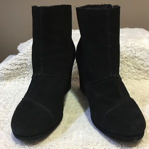 TOMS suede wedge ankle zipper booties size 8